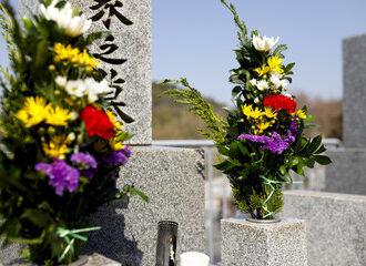 もうすぐお盆!お墓参りのマナーで気を付けることは?おすすめの仏花について知りたい?!